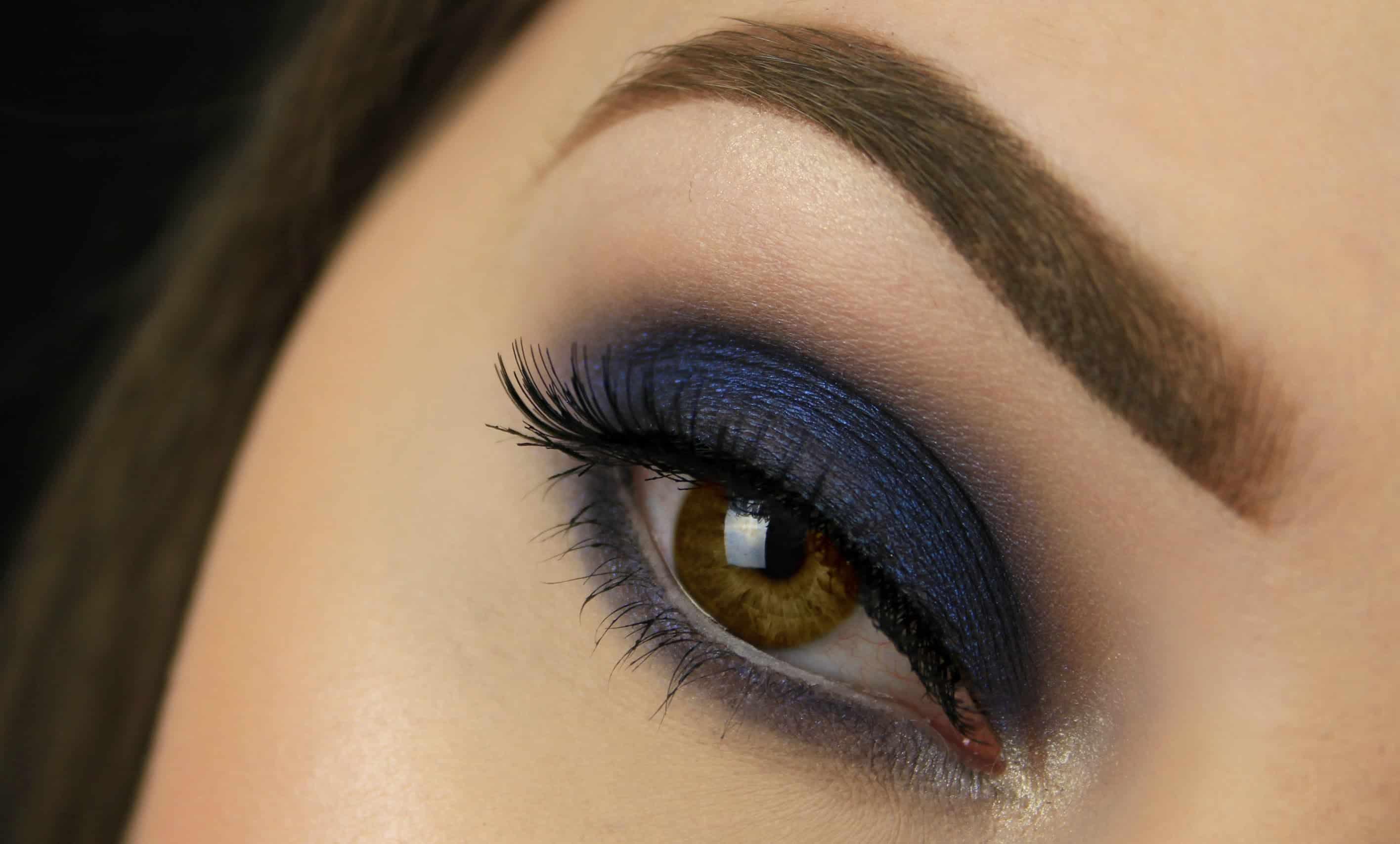 Navy-blue-smokey-eyes